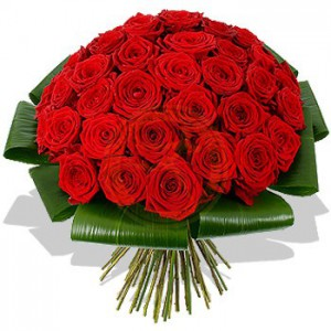 50 szál vörös rózsa kerek csokorban