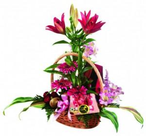 Csokoládé és virágkosár