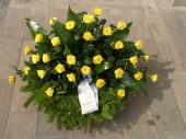 Koszorú sárga rózsából