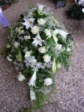 Liliom és rózsa arazsman fehérben