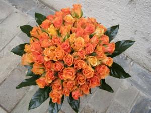 50 szál gyönyörű narancsos rózsa csokorban