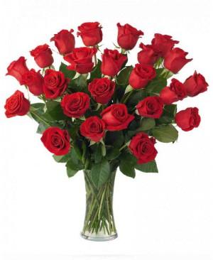 25 szál rózsa csokorban díszítve
